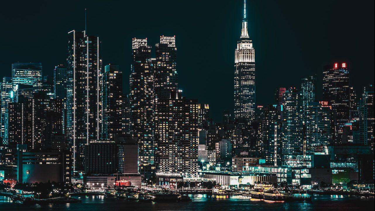 stad bij maanlicht